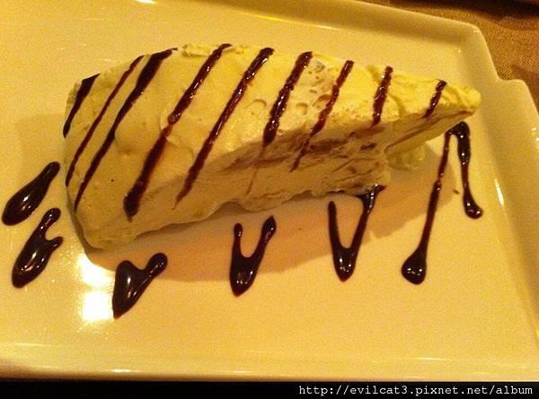 杏仁片香草冰淇淋