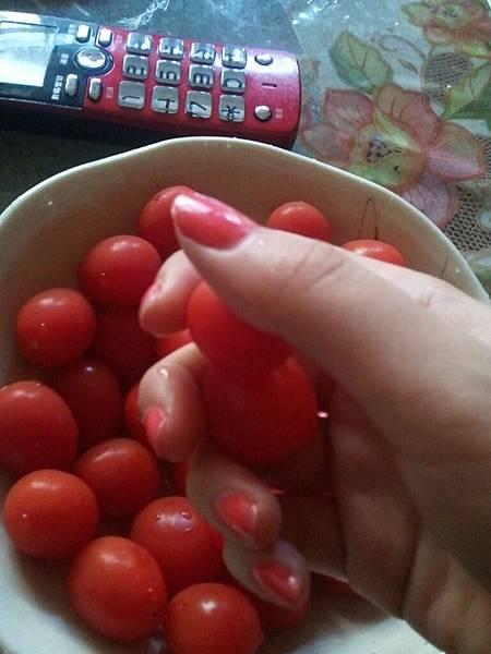 這蕃茄顏色跟我指甲油超配