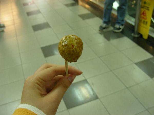 咖哩魚蛋 台灣人很堅強!!!雖然很辣 但硬是吃了很多顆