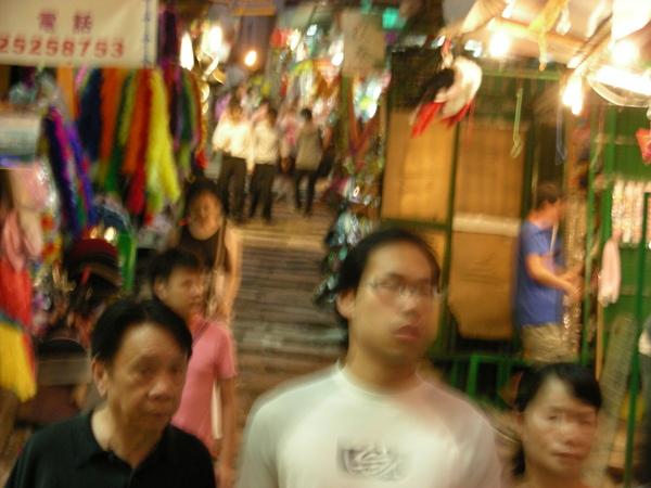香港人真的很喜歡走這路!!! 但老人家我覺得很難走 我覺得它拿來拍照就好了= =