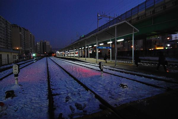 雪地上的火車!! 推~