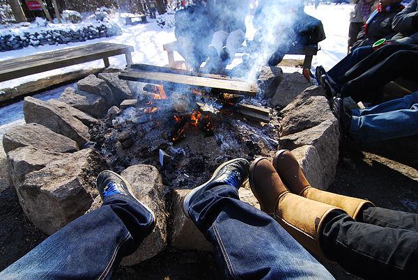 天氣冷死了 雪靴都濕了~~烤一下腳