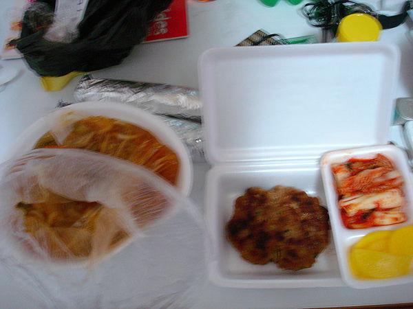 晚餐 牛肉餅2,000W 飯捲 1,500W 烏龍麵 3,500W