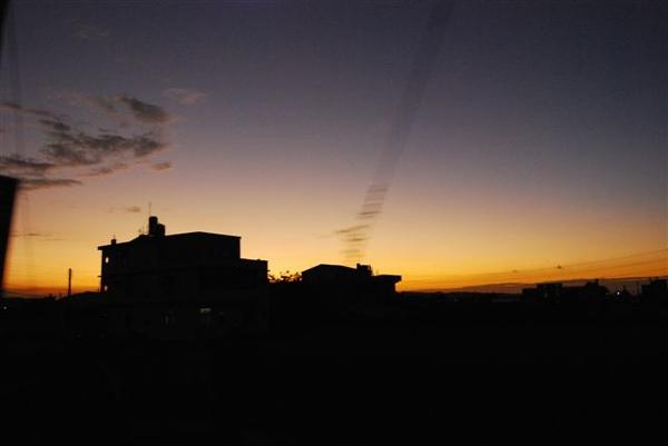 車上拍的夕陽剪影