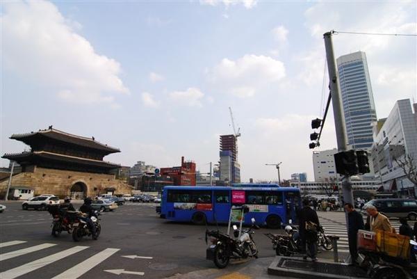 就這樣從惠化站走到東大門