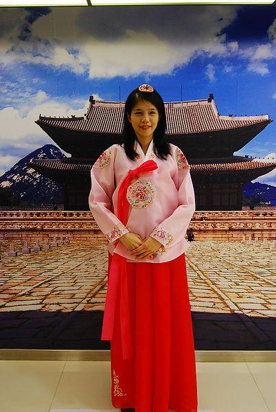 12/4 明洞的觀光公社 可以免費穿韓服 而且會講中文喔!!! 推