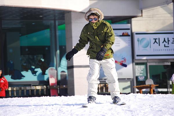 老吳還在為了拍一張完美的滑雪照而努力
