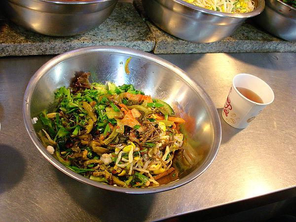 好多蔬菜~因為我們真的很飽 所以兩人吃一份