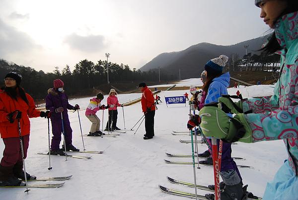 先教我們基本的滑雪觀念