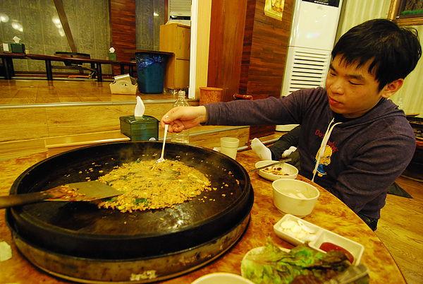 吃完一定要炒飯一下~ 我終於知道炒飯的韓文是 BO更棒