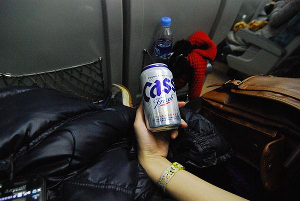 好渴喔~ 車上的人都買CASS止渴 XD