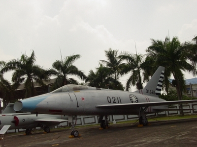 F-100A 超級軍刀式戰鬥轟炸機