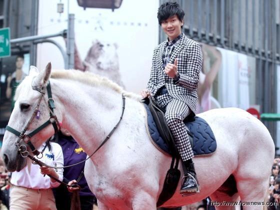 林俊傑簽唱會騎白馬