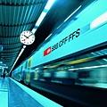 女人瑞士國家鐵路局指定掛鐘.jpg