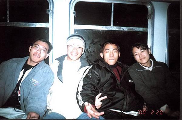 2000的寒假結束前,搭小火車上山