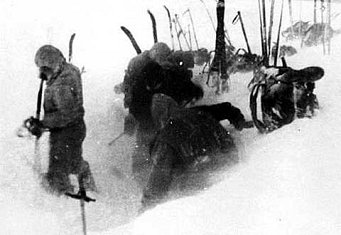 【迪亞特洛夫事件】真實屍體圖片!五十年代發生在蘇聯深山中真實的神秘集體死亡事件