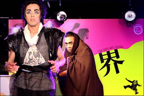 2013臺北藝術節啟售記者會,EX亞洲劇團《赤鬼》現場演出精彩片段。_鄧惠恩攝影