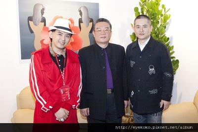 亞洲畫壇天王曾梵志(右)、藝術總監李善單(中)、藝人黃子佼(左)