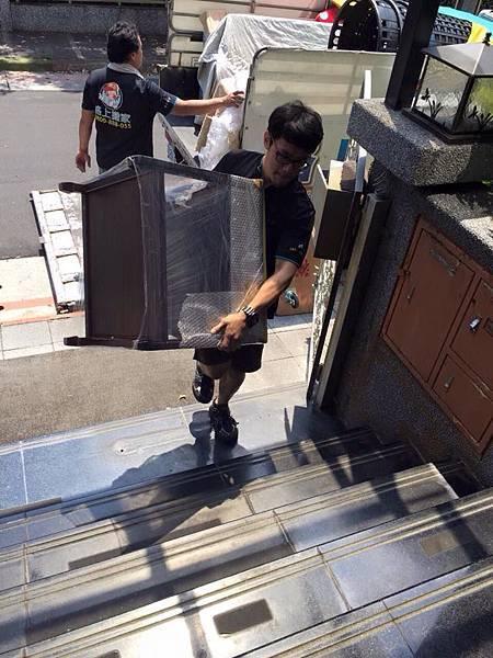 新北中和搬家推薦夜間搬家服務閣上台北桃園搬家公司免費送紙箱優良台北市搬家公司