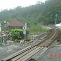走在鄉村的鐵路上