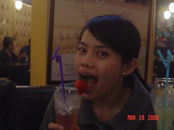許安吃草莓