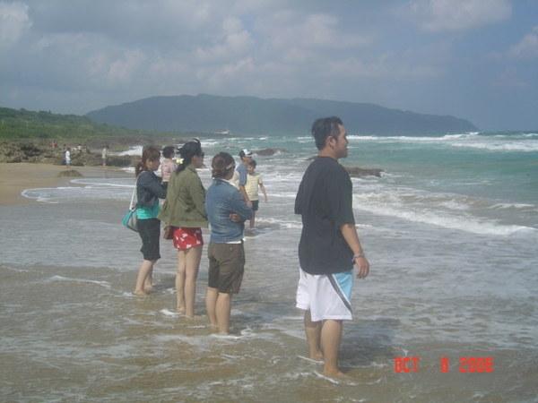 風吹沙海邊