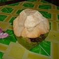 很大顆的椰子喔