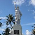 比例很怪的自由女神像