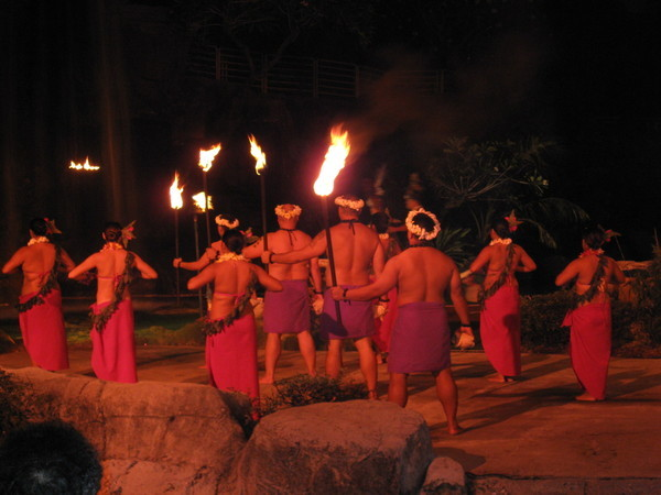 精采的查莫洛民族舞蹈
