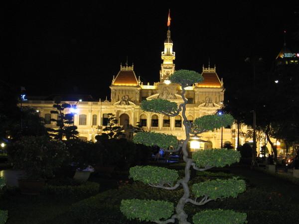 現在是胡志明市人民委員會總部所在地。