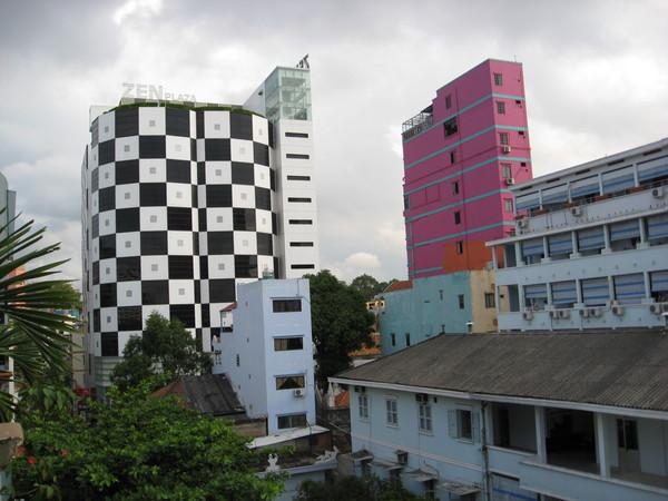 越南的建築物顏色都很鮮豔