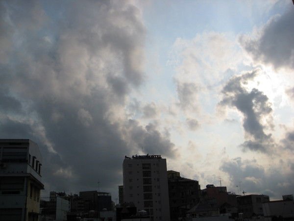 今天天空感覺灰灰的...