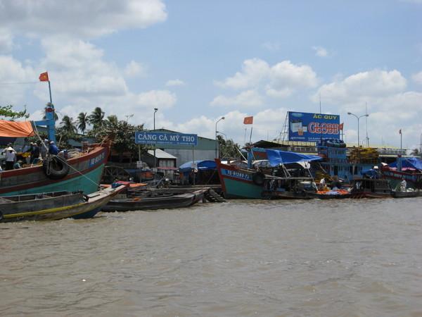 水上魚市場