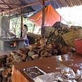 這裡在賣春捲皮跟椰子做的餅