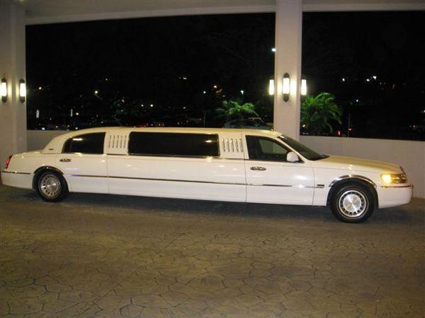 我們飯店前的車