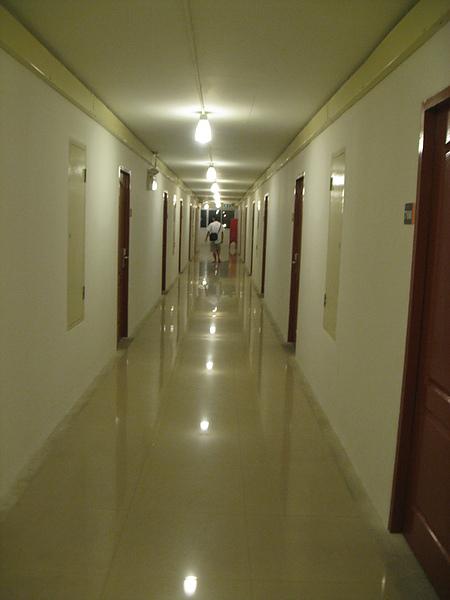 房外走廊....很長