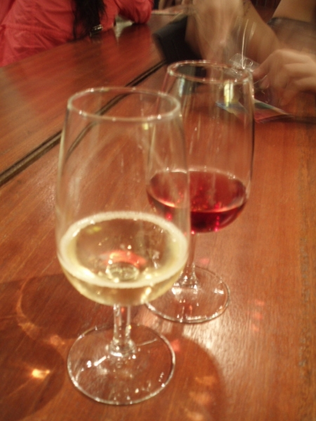 ann的是香賓,我的是玫瑰酒