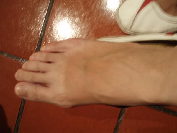 ann的有色差的腳XD