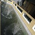 圖書館內的小噴水池