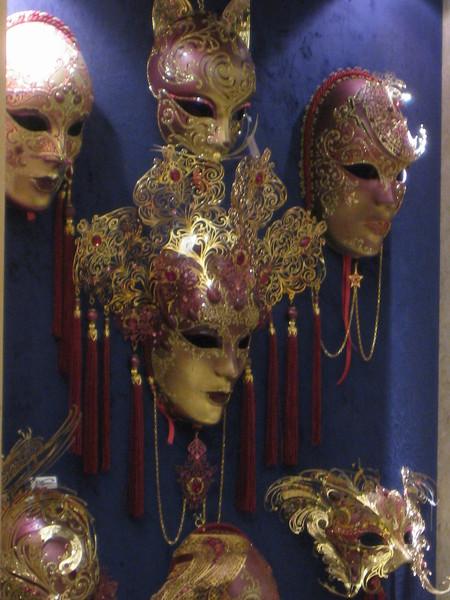 ann說這個面具很恐怖