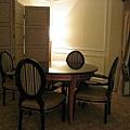 書桌後方的小餐廳