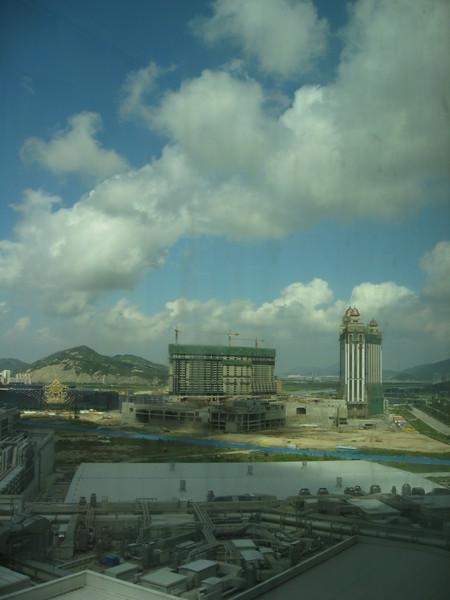 外面是正在蓋的酒店