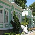 土生葡人之家-綠色牆身配上白色線條