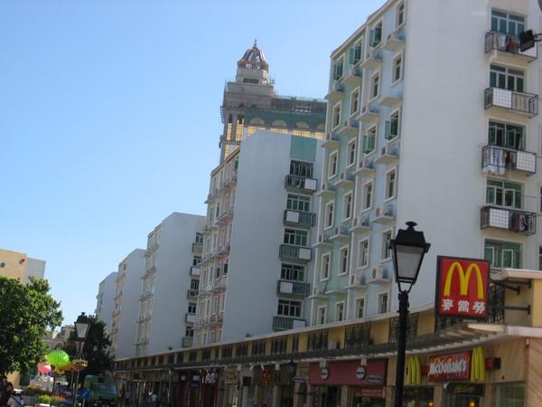 澳門的建築物色彩都很豐富
