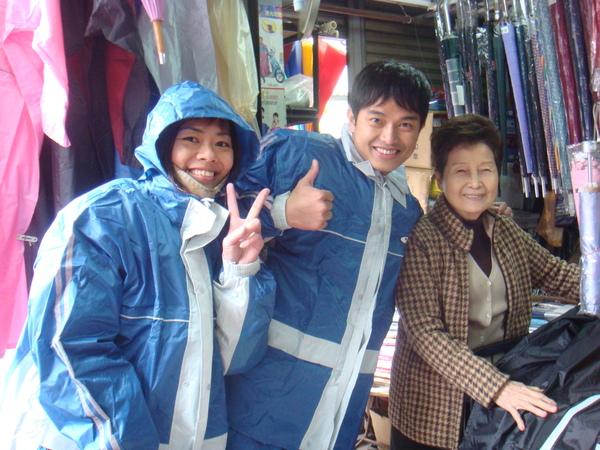 賣雨衣的老婆婆