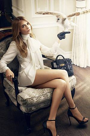 thefemin-cara-delevingne-mulberry-03-700x1051
