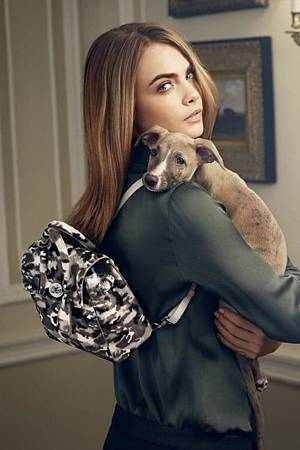 thefemin-cara-delevingne-mulberry-02-700x1052