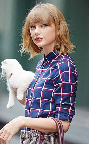 rs_634x1024-140925132930-634.Taylor-Swift-Cat-NYC.ms.092514