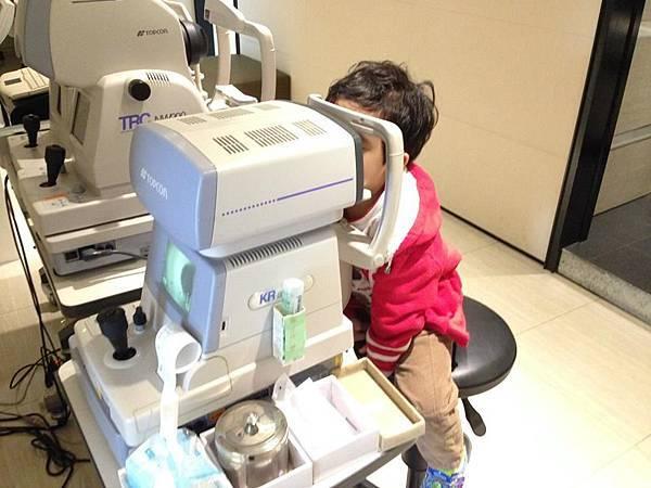 角膜塑型片-配戴硬式隱眼.jpg