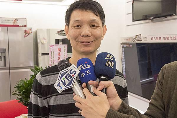 蘆洲電器行玉明電器老闆吳輝明採訪側拍